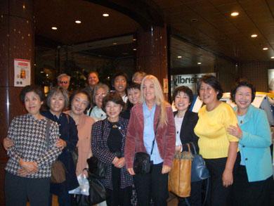 長崎。九州各地と沖縄から集まった『神のうちの真のいのち』のグループと最後の別れの挨拶を交わした直後