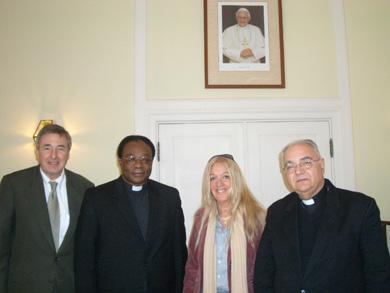 右から教皇大使閣下、ヴァスーラ、参事官のカレンガ氏、『神のうちの真のいのち』東京のハンス・エンデルレ氏